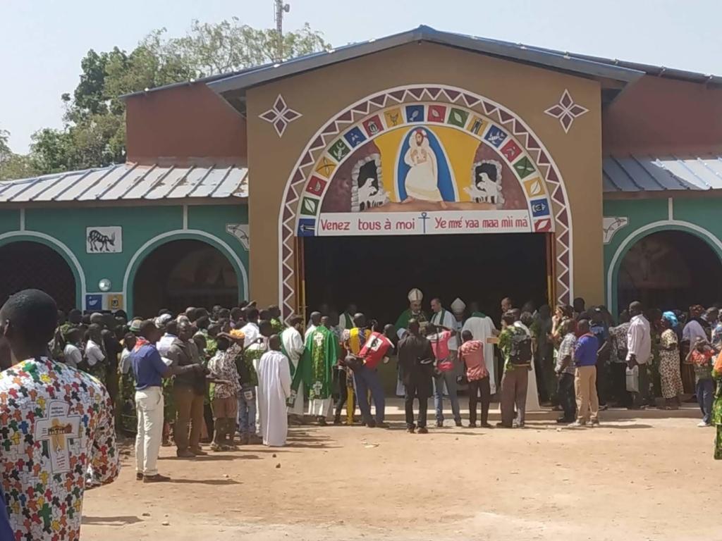 La dedicazione della nuova chiesa di Dianra Village